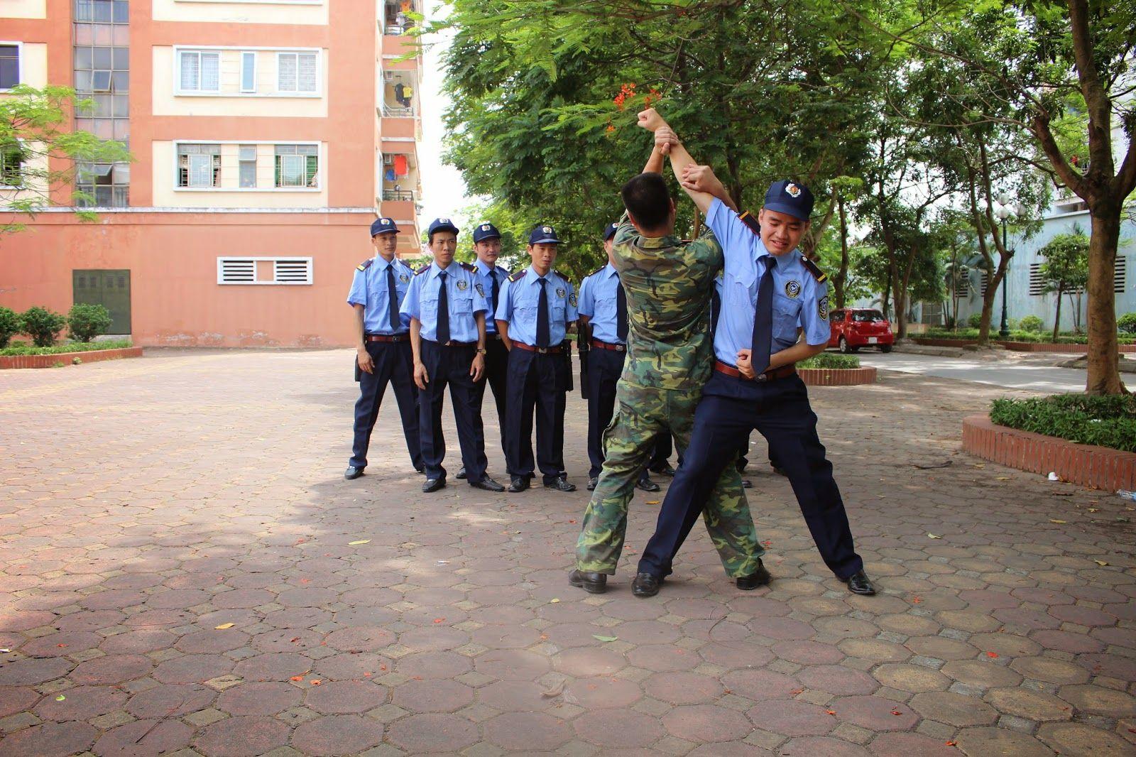 Để trở thành một nhân viên bảo vệ chuyên nghiệp cần có những gì? | Huấn  luyện, Blog, Cỏ